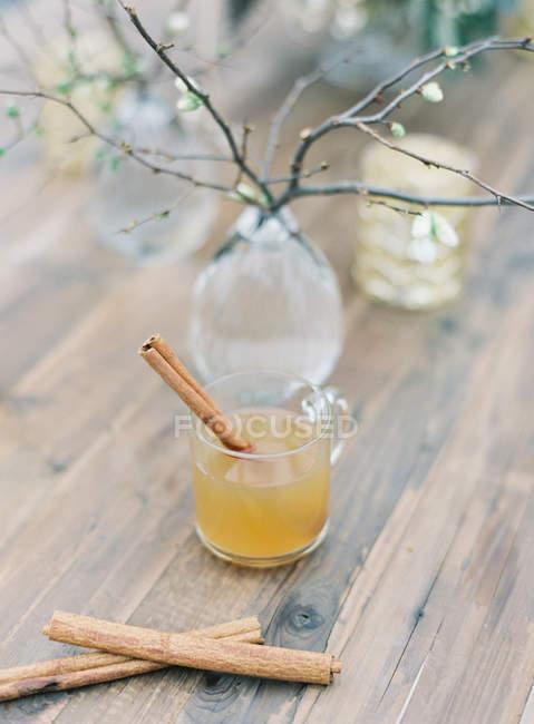 Peach tea with cinnamon stick — Stock Photo