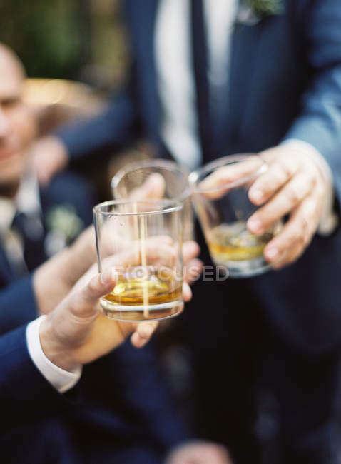 Men clinking glasses of whisky — Stock Photo