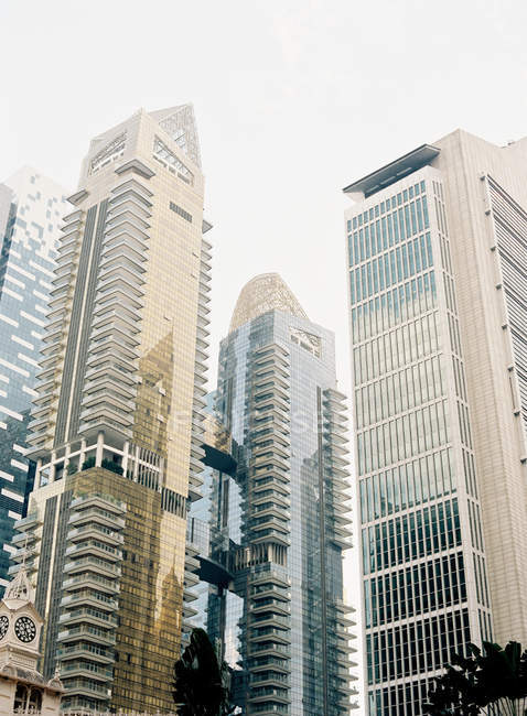 Modern skyscrapers in singapore — Stock Photo