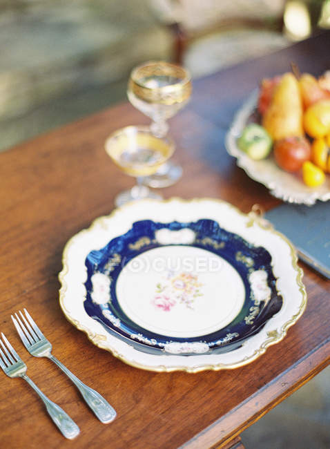 Vintage plate with napkin — Stock Photo