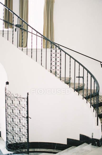 Pasage круглі сходи — стокове фото
