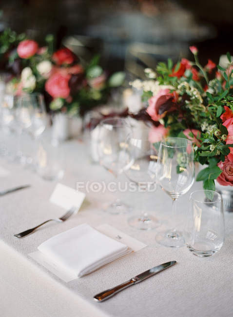 Flower bouquets on set table — Stock Photo