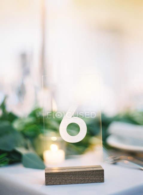 Пластичний знак із номером 6 — стокове фото