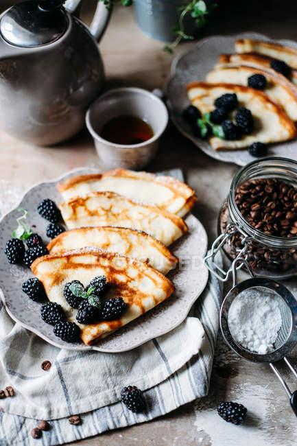 Вкусные блины с черникой — стоковое фото