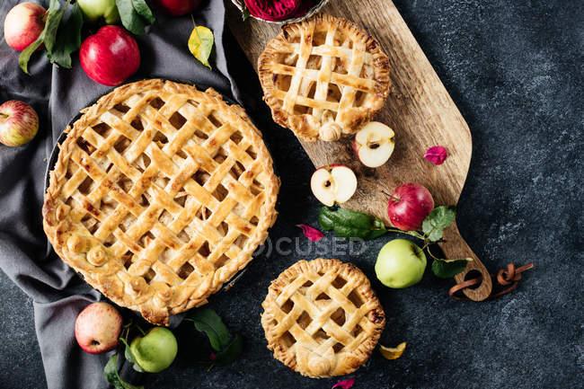 Dulces tartas de manzana caseras - foto de stock