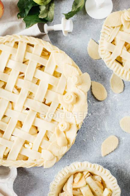 Homemade apple pies being made — Stock Photo