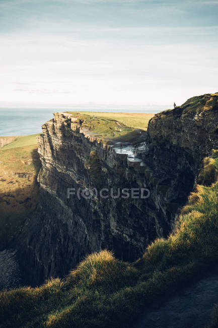 View of cliff on seashore — Stock Photo