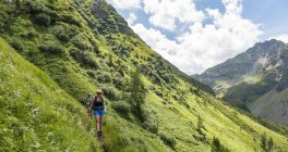 Two hikers on trail, Schladming Tauern, Schladming, Styria, Austria, Europe — Stock Photo