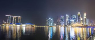 Panorama Marina Bay at night — Stock Photo