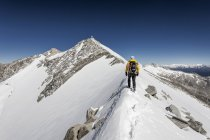 Mountaineer during ascent in Puster Valley, Province of South Tyrol, Trentino-Alto Adige, Italy, Europe — Stock Photo