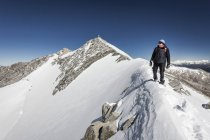 Mountaineer during ascent to Hohe Weisszint — Stock Photo