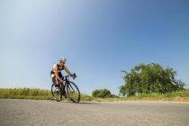 Radfahrer fahren Rennen Zyklus — Stockfoto
