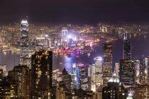 Пик Виктория через высотных зданий — стоковое фото