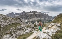 Hiker on way to Cirspitze in Gardena Pass, Dolomites, South Tyrol, Trentino-Alto Adige, Italy, Europe — Stock Photo