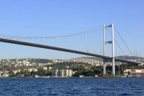 Bosphorus Bridge and Beylerbeyi Palace in Istanbul, Turkey — Stock Photo