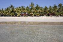 Sea beach with palm trees and bungalows, Ngapali, Thandwe, Rakhine State, Myanmar, Asia — Stock Photo