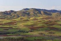 Paisagem com campos agrícolas na província do Batman, Tur Abdin, Anatólia, Turquia — Fotografia de Stock
