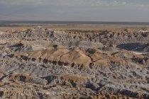 Bizarren roten Felsformationen mit weißen Salz, Valle De La Luna, San Pedro de Atacama, Chile, Südamerika — Stockfoto