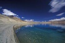 Альпійські озера Tso Морірі в індійський Гімалаїв, Джамму і Кашмір, Індія — стокове фото