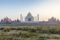 Taj Mahal on bank of Yamuna River, Agra, Uttar Pradesh, India, Asia — Stock Photo