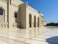 Innenhof des Sultan Qaboos Grand Mosque, Muscat, Oman, Asien — Stockfoto