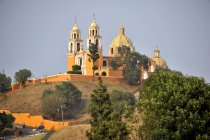 Church on ruins of pre-Hispanic Pyramid of Cholula, San Pedro Cholula, Puebla, Mexico — стоковое фото