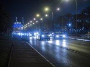 Tráfego na frente iluminado Mohammed Al Ameen Mosque, Muscat, Oman, Ásia — Fotografia de Stock