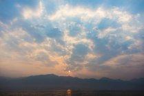 Cloudscape de la salida del sol sobre el estado de Shan, Myanmar, Myanmar (Birmania), Asia - foto de stock