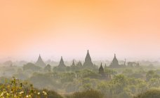 Ancient temples and pagodas in evening light, Bagan, Myanmar, Asia — Stock Photo