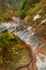 Gebirgsfluss in Herbstlandschaft Heihe Nationalpark, China, Asien — Stockfoto
