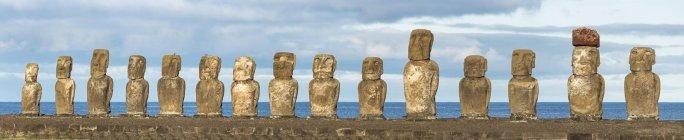 Moai Stein Figuren am Ahu Tongariki, Osterinsel, Chile, Südamerika — Stockfoto