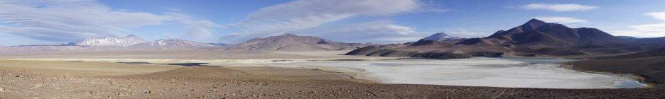 Лагуна Санта-Роза с вулкана Невадо Tres Cruces в регион-де-Атакама, Чили — стоковое фото
