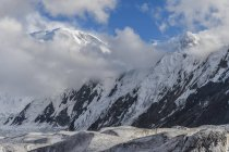 Engilchek Glacier in Tian Shan mountains on border of Kyrgyzstan and China, Asia — Stock Photo