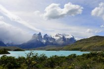 Cuernos del Paine mountain massif with Lake Pehoe in Torres del Paine National Park, Chile — Stock Photo
