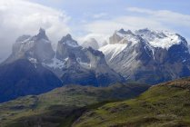 Cuernos del Paine mountain massif with clouds in Torres del Paine National Park, Chile — Stock Photo