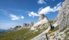 Hiker on circular trail by Averau peaks, Dolomites, South Tyrol, Trentino-Alto Adige, Italy, Europe — Stock Photo