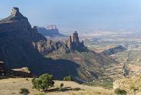 Vallée de contreforts et des aiguilles de roche de Koraro dans les montagnes de Gheralta, Hawzen, tigré, en Ethiopie, Afrique — Photo de stock
