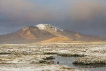Mountains in evening light at Salar de Surire salt lake, Region Arica y Parinacota, Chile, South America — Stock Photo