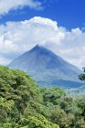Arenal volcano behind tropical forest, La Fortuna, Costa Rica, Central America — Stock Photo