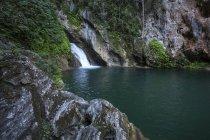 Waterfall and pool Salto del Caburni in Escambray mountain range of Cuba, Central America — стоковое фото