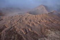 Гаряча весна басейни бруду та парова гейзер поле Sol de Manana, Альтіплано, Болівія, Південна Америка — стокове фото