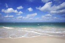 Ciel nuageux sur une mer turquoise et plage île de Cayo Levisa, Pinar del Rio Province, Cuba, l'Amérique centrale — Photo de stock