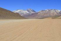 Сліди на піску в гірській зоні Альтіплано, Lipez сюр, Потосі, Болівія, Південна Америка — стокове фото