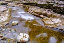 Водний потік річки Таугль між скелями в ущелині Таугбах, Tauglbachklamm, Хальлайн район, Зальцбург, Австрія, Європа — стокове фото