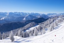 Ski resort Brauneck, Lenggries, Isarwinkel, Karwendel Mountains behind, Upper Bavaria, Bavaria, Germany, Europe — Stock Photo
