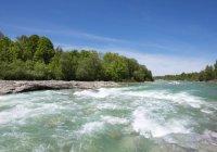 River Isar flowing in region of Isarburg, Lenggries, Isarwinkel, Upper Bavaria, Bavaria, Germany, Europe — Stock Photo