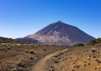 Trilha de caminhada Ruta arenas negras e vulcão Teide, Parque Nacional de Teide, Tenerife, Ilhas Canárias, Spain, Europa — Fotografia de Stock
