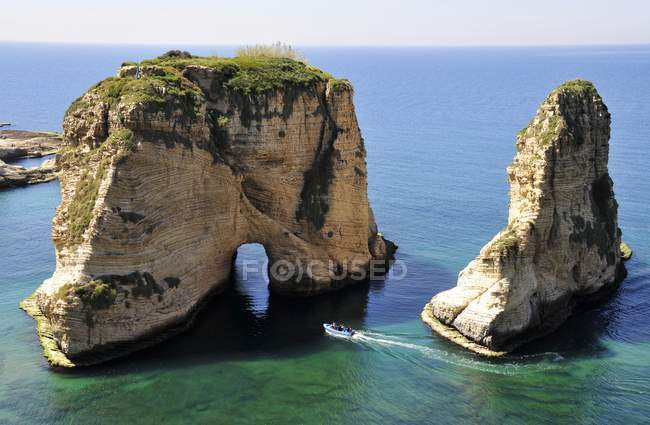 Excursion boat off the Pigeons Rock — Stock Photo