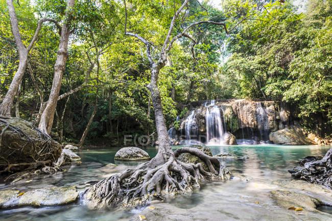Wasserfall im Erawan Nationalpark — Stockfoto