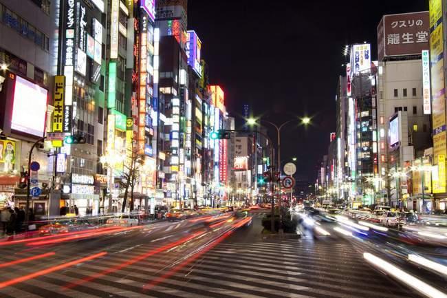 Scène de rue, vue de la nuit, Tokyo — Photo de stock
